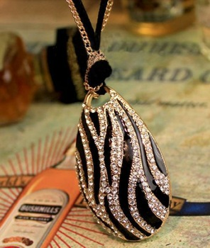 Products sell like hot cakes. Women jewelry. Antique jewelry. Fashion and beautiful sweater pendant necklace. Free shipping