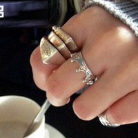 Fashion punk nana saturn ring