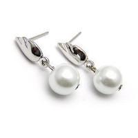 D208 pearl stud earring