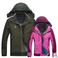 Male and female couple models triple hooded sweater, fleece liner jacket with waterproof two-piece