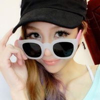 Hot Sale Cheap Chromophous t812013 vintage colorful transparent black sunglasses box female