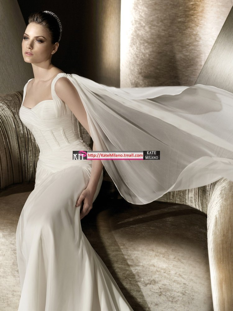 New arrival 2013 perfect wedding dress classical royal train double-shoulder white princess wedding dress(China (Mainland))