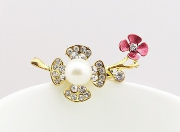 New arrival 2013 fashion four flower clover cystal glass brooch bouquet for women pins free shipping