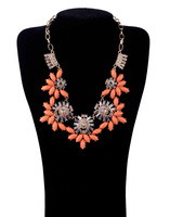 free shipping Women fashion and personality necklace crystal flower necklace