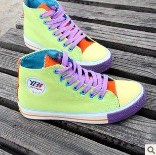 Осенний цвет блока украшения Холст обувь девушки придает коньки случайные плоские одного обувь