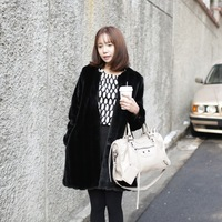 2013 new winter fur coat Sleeves removable Black and white Imitation of rabbit hair Is the vest or coat  perfect match