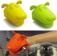 Free Shipping Dog/Doggie Design Pliable Silicone Pot Holder Silicone Glove Oven Mitt