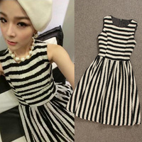 Fashion autumn and winter classic black and white stripe circle woolen slim skirt one-piece dress