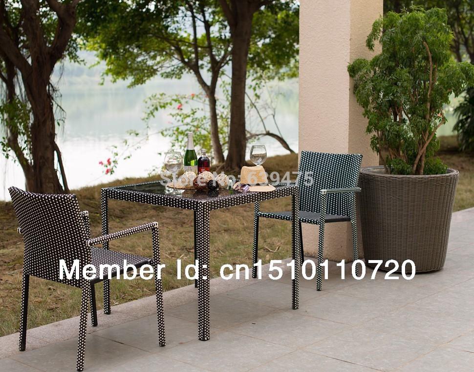 Pe osier rotin salon de jardin chaise et de table pour for Table exterieur osier