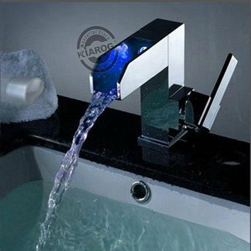 Deck montado cromo terminado cachoeira bacia torneira com luz led, 3 cores alteradas cachoeira luz led torneira misturadora
