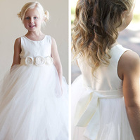 Free Shipping 2013 Round Neckline Sleeveless White Tulles Flower Girl Princess Dresses With Handmade Flowers F1057