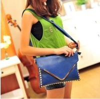 2013 Envelope Bag Inlaid Rivet Punk Style Ladies Hand Shoulder Shoulder Bag Diagonal Multipurpose 110-6