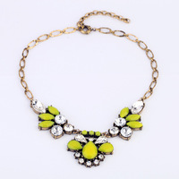 2 Colors Women Vintage Yellow Red Flower Rhinestone Chunky Choker Bib Statement Necklaces N1514