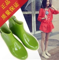 free shipping 2013 Korean new style woman sweet rainboots,female/ladies fashon warm water boots/wellies