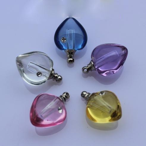 Frete grátis! NOVO! 200pcs coração cor misturada com zircão pingente de cristal frasco de perfume em forma neckalce(China (Mainland))
