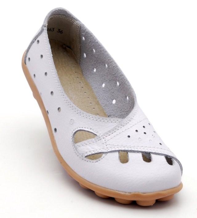 Sapatos mãe verdadeira musculares couro de vaca a sapatos femininos planas sola antiderrapante além sandálias foto em tamanho idosos(China (Mainland))