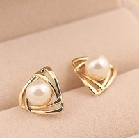 Free Shipping 2013 New Fashion Artificial Pearl Stud Earrings Gold Plated Elegant Nice Triangle Pearl Earrings for Women Girls