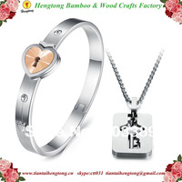 Lovers' favorite choice new style golden romantic love lock bangle titanium bangle with titanium key pendant necklace chain