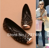 2013 Fall New Release street fashion favorite European and American metal rivet head flat shoes large size shoes 35-41