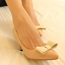O pdpo 2013 loja de calçados outono arco das mulheres sapatos de couro japanned sapatos único dedo apontado plus size personalizar 32(China (Mainland))