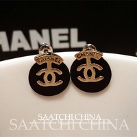 European and American classic small fragrant CC earrings gilded letters glossy black chassis