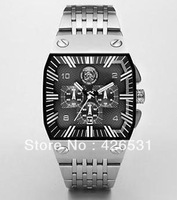 New silver-tone stainless steel quartz Mens watch dz9014