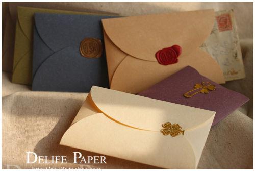Как упаковать подарок конвертиком 8