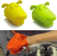 2pcs/lot  Dog/Doggie Design Pliable Silicone Pot Holder Silicone Glove Oven Mitt  NP355