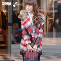 The autumn and winter slim thermal plaid patchwork with a hood fur collar woolen overcoat outerwear