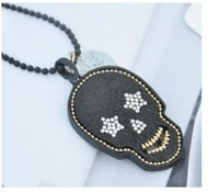 Vogue Earphone Skull Shining Rhinestone Necklace Black HD12111012 Sent from Russia