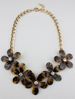 Latest Designer Leopard Grain Tortoise Shell Flower Pendant Necklace