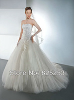 Fashion Free Shipping 2014 Custom Made A-line Skirt Wedding Dress Strapless bridal gown with a soft sweetheart and full tulle