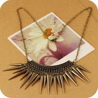 wholesale On0217 fashion accessories vintage rivets tassel hammer necklace female