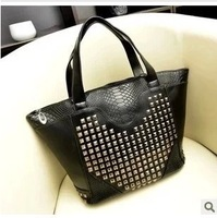 2013 autumn and winter black handbag vintage women's handbag heart rivet casual big