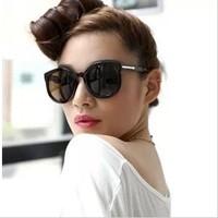 2014 Hot Sale New Vintage Frame Sunglasses Personalized Fashion Brief Large Black-rimmed Uv Glassesdelicate Fad Elegance Grace
