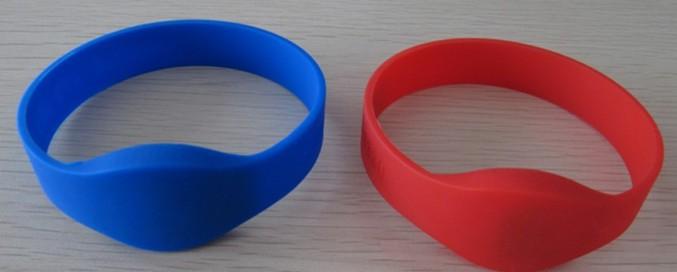 RFID 125KHz EM4100 compatiable chip silicone wristband tag195mm length(China (Mainland))