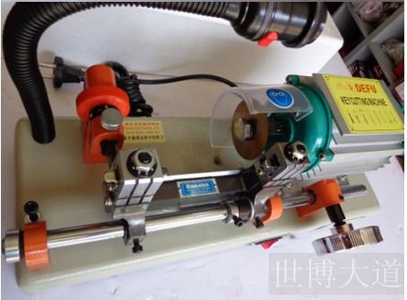 Machine de serrurier outils. Seule tête de découpe clé machine à 668c. Manuel de coupe. Clé de voiture de la machine(China (Mainland))