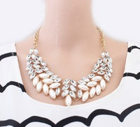 Spring elegant fashion delicate shining imitation pearl and crystal stone necklace for women anniversary