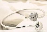 Free shipping more than $15+gift popular silver alloy jewelry elegant diamond double heart bracelet girl sweet skin beautiful