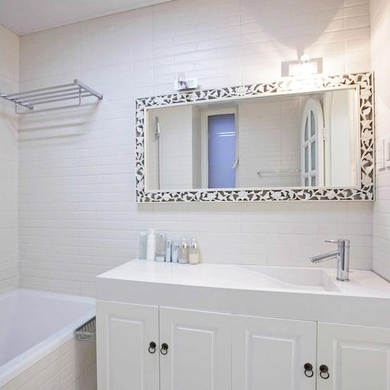 Online kopen wholesale ceramic tiles white bathroom uit china ceramic tiles white bathroom - Tegel witte glanzende badkamer ...
