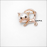 5 - 18k rose gold . cat brooch