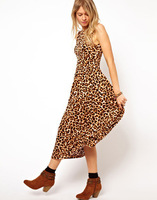 2014 new Leopard repair waist sleeveless halter dress put on a large Women