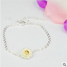 2014Free Shipping  fashion brief gentlewomen chrysanthemum fresh daisy brief flower bracelet jewelry(China (Mainland))