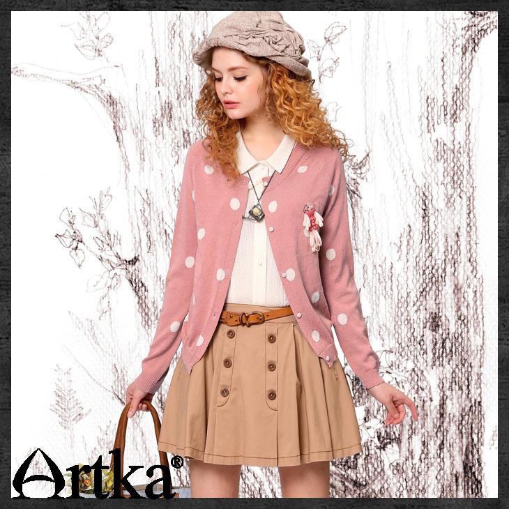 http://i00.i.aliimg.com/wsphoto/v0/1691884376_4/Artka-Women-s-Spring-Fresh-Style-Solid-Parrot-Badge-White-Polka-Dot-Jacquard-Wool-Knit-Sweater.jpg