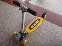 Foldable child scooter four wheel skateboard  with adjustable height 68-74-80cm, including helmet and knee caps