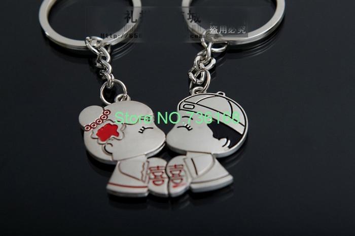Free shipping beija-chaveiro fashion lovers wedding key chains jewelry hot design metal couple kissing key ring chain(China (Mainland))