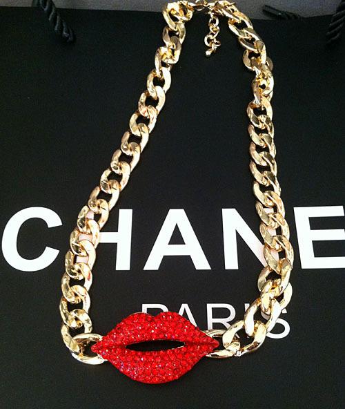 versandkostenfrei 2014 neue mode punk roten lippen kette gold weibliche kurze bauform schmuck zubehör royal strass voller frauen