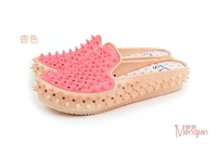 The new summer 2014 ladies fashion rivet coyotes cool slippers Women's fashion jelly shoes