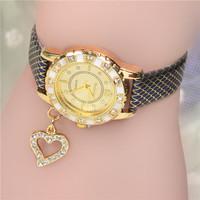 Hot Market! Promotional Most Popular European Style Fashion Peach Heart / Love Pendant Women leather quartz watch