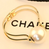 2014 New hot exaggerated design jewelry gold and big pearl fashion bracelets &  bangles for women